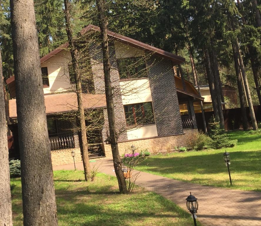 Дом 240 кв.м 10 сот. п.Кратово, ул.Яблочкова
